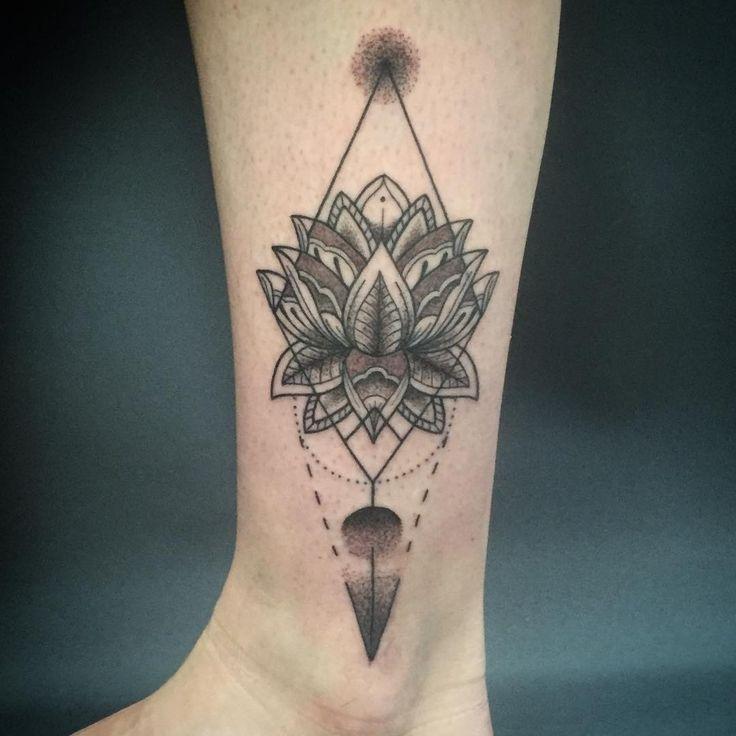 1000+ Ideas About Henna Leg Tattoo On Pinterest