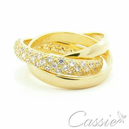⭐ Um sucesso de anel!!  Anel Tre Zirconia, triplo, folheado a ouro com uma das alianças cravejadas em zircônias.   #Cassie #semijoias #acessórios #moda #fastfashion #fashion #trends #tendências #estilo #inspiração #instamoda ##lookinspiração #look #picoftheday #inlove #Happy #good #beautiful #glamour #lookdodia #anel #dourado #pulseiras #likes #pulseirismo #amo