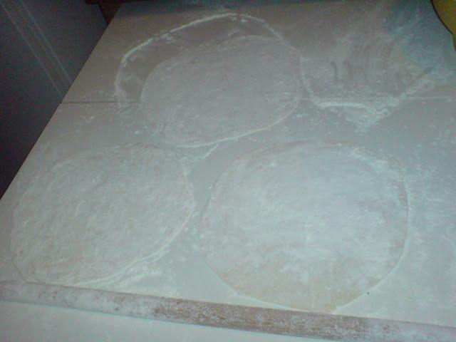 Παραδοσιακό φύλλο για πίτες.[ο τρόπος που το φτιάχνουμε] ~ ΜΑΓΕΙΡΙΚΗ ΚΑΙ ΣΥΝΤΑΓΕΣ