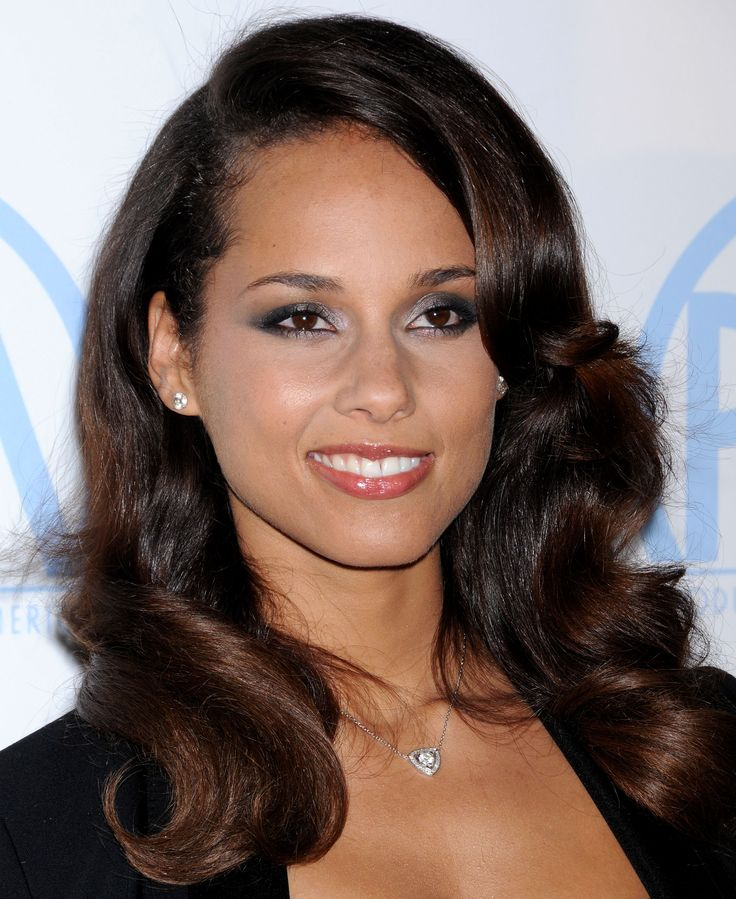 Alicia Keys Photos Biography Is an American singer Alicia Keys was born in Hell s Kitchen Official site with news Aliciakeys A paralegal who was also an