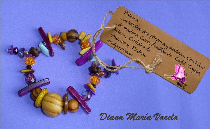Pulsera en tonalidades mostaza/purpura/azul Diseño Exclusivo en semilas de tagua,bolas de madera,coco,puka,nacr cristales de murano y piedraas semipreciosas!