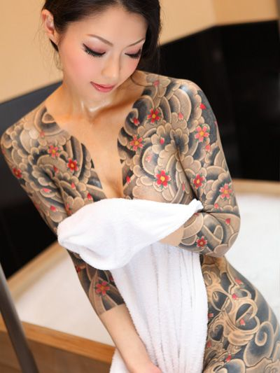 Shirt-shaped classic japanese tattoos