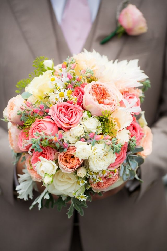 ☆LOVE THIS SIZE of bouquet, not too big !! And LOVE these Colors !!