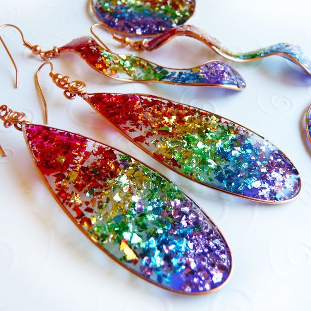 Press open back frame onto tape, coat with glitter, pour resin on top, remove tape. Beautiful glitter earrings easy cheap DIY project.