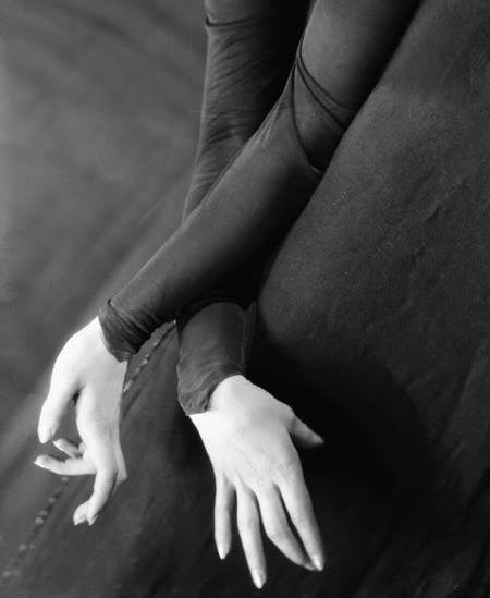 E.O. Hoppé     The Graceful Hands of Tilly Losch      1928