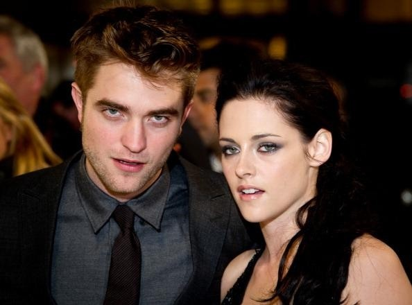 Kristen Stewart and Robert Pattinson to adopt another rescue dog, says source (videos)