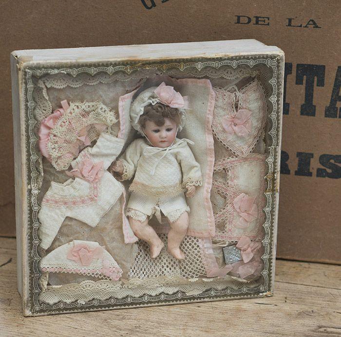 Куколка Heubach в оригинальной коробке с гардеробом, для французского рынка