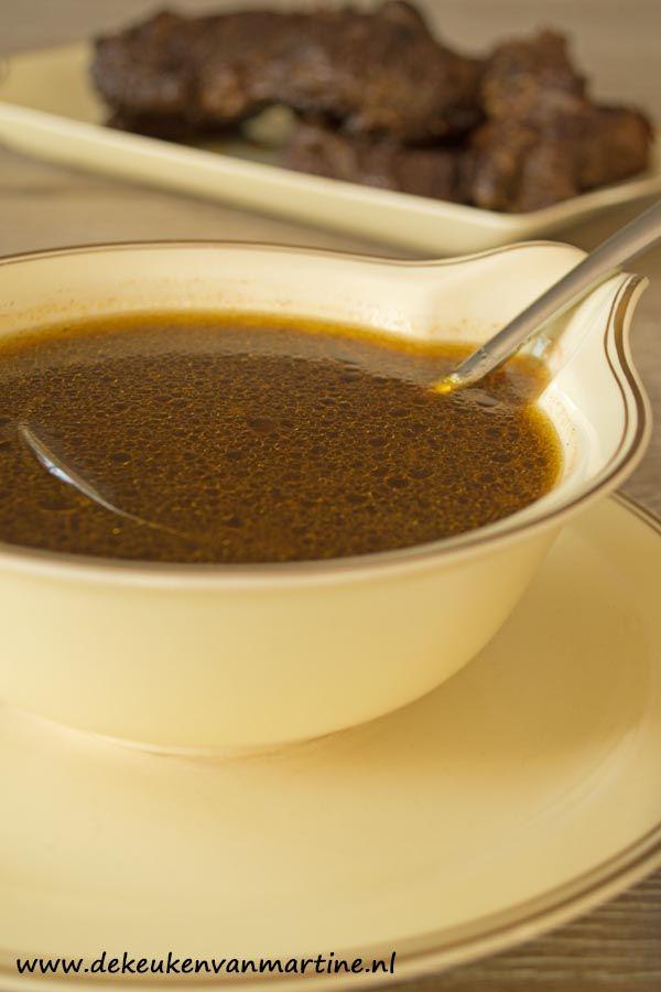 Jus is een van oorsprong Latijns woord dat saus of sap betekent. Het woord is via het Frans in het Nederlands terechtgekomen, vandaar dat he...