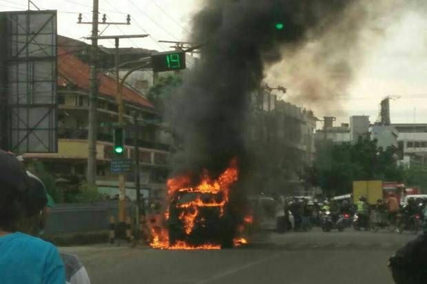 Equity World | Mobil Terbakar Akibat AC Rusak