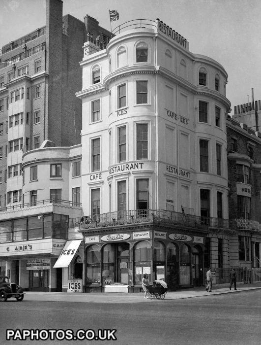 Manuel's Restaurant, 131 Kings Street, Brighton.1946