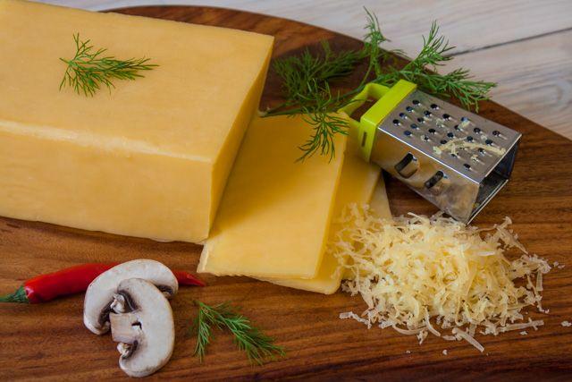 وعشان في البيت اضمن الشيف مروة فاروق بتقدم لك طريقة تحضير جبنة شيدر مطبوخه جربيها وهتبطلي تشتريها تاني Cooking Recipes Cheese Gift Wrapping