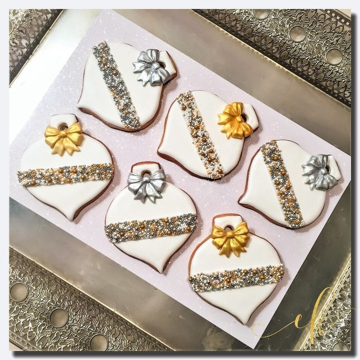 Christmas Cookies decorated with royal icing, fondant bows and a lot of sprinkles!
