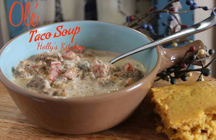 An AMAZING keto taco soup that your whole family will love! Perfect if you are following a ketogenic diet or just want a healthy taco soup!
