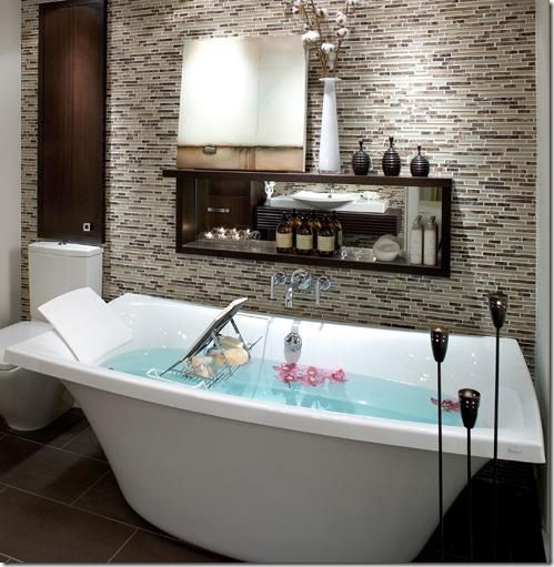 modern free standing tub.  claw foot tubs are not the only options any more for free standing