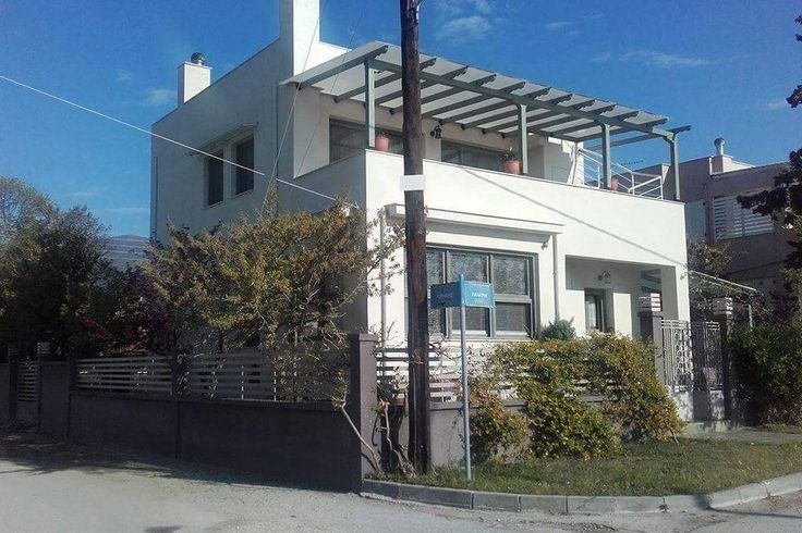 Entire home/flat in Aspróvalta, GR. Modern first floor apartment in a two floor house with independent entrance, 3 minutes from sea. Beautiful garden full of trees, flowers and herbs, spacious bedroom and living-room, fully equipped kitchen, bathroom, sea-view, big balcony and terra...