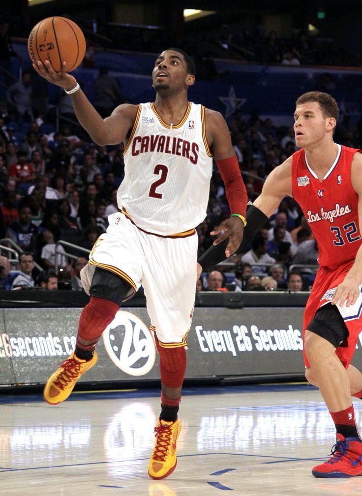 kyrie Irving alley oop to Blake Griffin