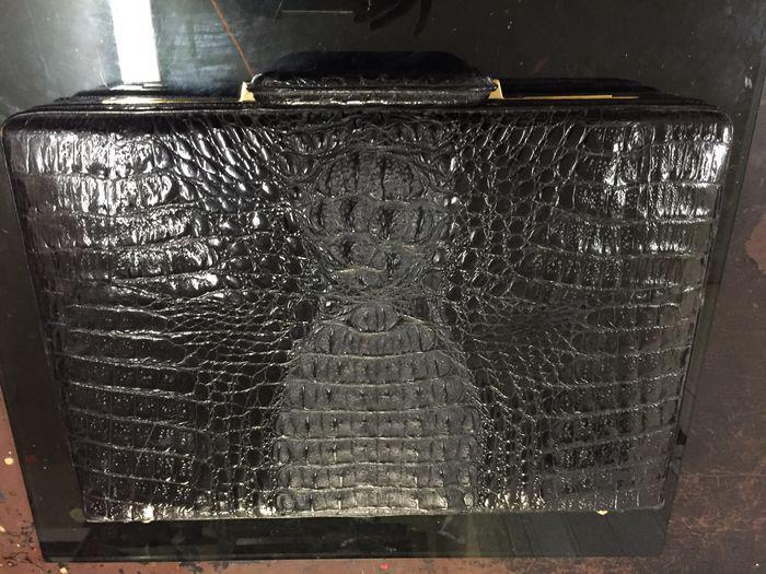 Online veilinghuis Catawiki: Crocodillen lederen aktetas / koffer