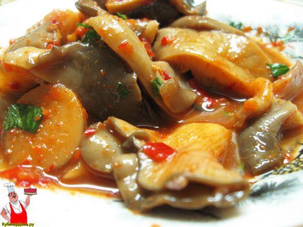 Вкусные маринованные вешенки в томатном соусе.