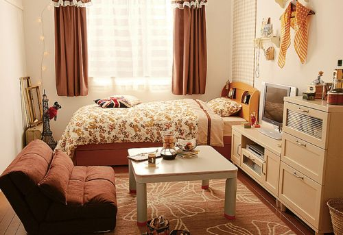 small bedroom arrangement