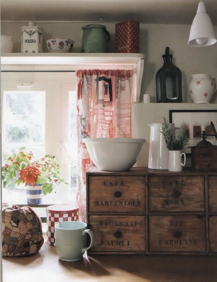 english cottage decor | English cottage kitchen | Dining room/ kitchen Decor.