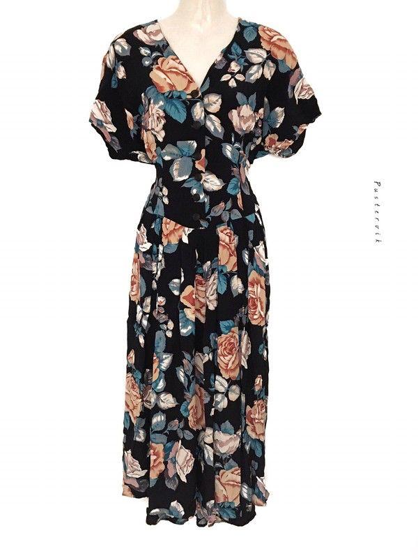 Mein Traumhaftes True Vintage Hippie Blumenmuster Kleid Lang Tailliert mit Knopfleiste Bohemian Style von true vintage! Größe 40 / M / 12 für 40,00 €. Sieh´s dir an: http://www.kleiderkreisel.de/damenmode/lange-kleider/147850485-traumhaftes-true-vintage-hippie-blumenmuster-kleid-lang-tailliert-mit-knopfleiste-bohemian-style.