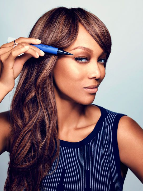 How Tyra Banks does her makeup in just 5 minutes