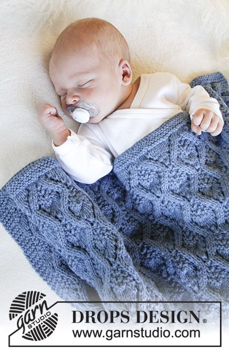 Little Dreams / DROPS Baby 31-5 - Knitted baby blanket with lace pattern. The piece is worked in DROPS Merino Extra Fine.