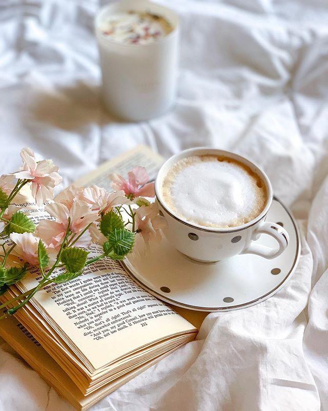 ضوء الشمس كوب قهوة قراءة كتاب كل هذه تعني صباح السعادة وكل الخير ㅤ ㅤ By Rrehabii ㅤ Chosen By Rawasi ㅤ التقييم مـن 5 ㅤㅤㅤㅤ تـاقـزات Glassware Tableware