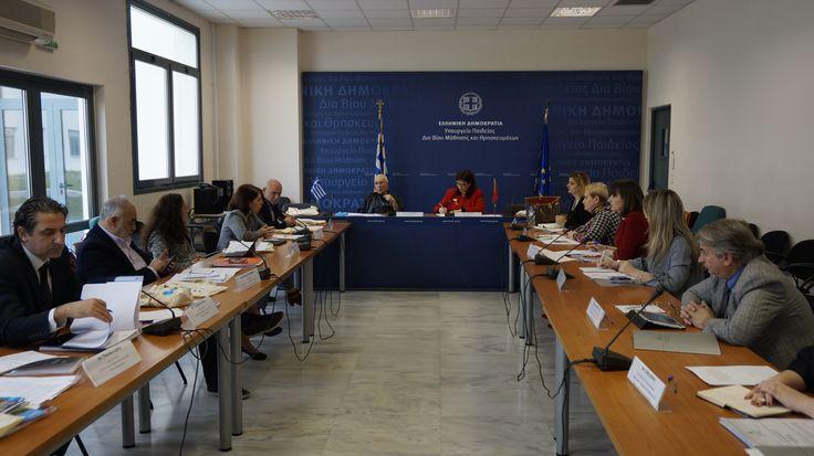 22-02-17 Τρίτη συνάντηση μεικτής επιτροπής εμπειρογνωμόνων  Ελλάδας-Αλβανίας     22-02-17 Τρίτη συνάντηση μεικτής επιτροπής εμπειρογνωμόνων Ελλάδας-ΑλβανίαςΣε ιδιαίτερα εγκάρδιο κλίμα  πραγματοποιήθηκε χθες η τρίτη συνάντηση της Μεικτής Επιτροπής  Εμπειρογνωμόνων (ΜΕΕ) Ελλάδας-Αλβανίας στην αίθουσα Έλλη Παππά του  Υπουργείου Παιδείας. Σκοπός της ΜΕΕ της οποίας προήδρευσε ο υφυπουργός  Παιδείας Έρευνας και Θρησκευμάτων Κωνσταντίνος Ζουράρις με συμπρόεδρο  την ομόλογό του κ. Nora Malaj ήταν η…
