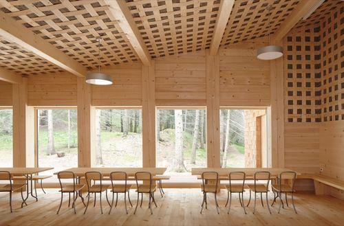Gion A. Caminada - Forest house, Domat 2013. Via, photos (C)...