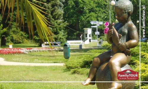 Symbol kurortu Franciszkowe Laznie (maleńki Franciszek, figura z rybą), dotknięcie RYBY zapewnia spełnienie marzeń zaś pogłaskanie 'ptaszka' gwarantuje Paniom - zajście w ciąże! (tak mówi tradycja)     http://czechy.travel.pl/oferta/czechy-kurort-franciszkowe-laznie-gorace-zrodla-borowiny-termalne-baseny-wspanialy-zdrowy-wypoczynek-wczasy-urlop/
