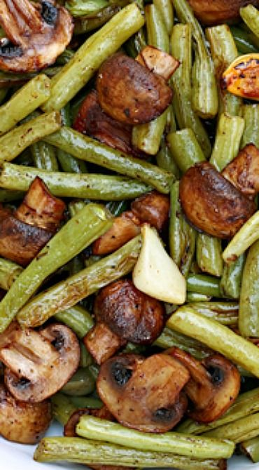 Balsamic Garlic Roasted Green Beans & Mushrooms ~ So delicious!