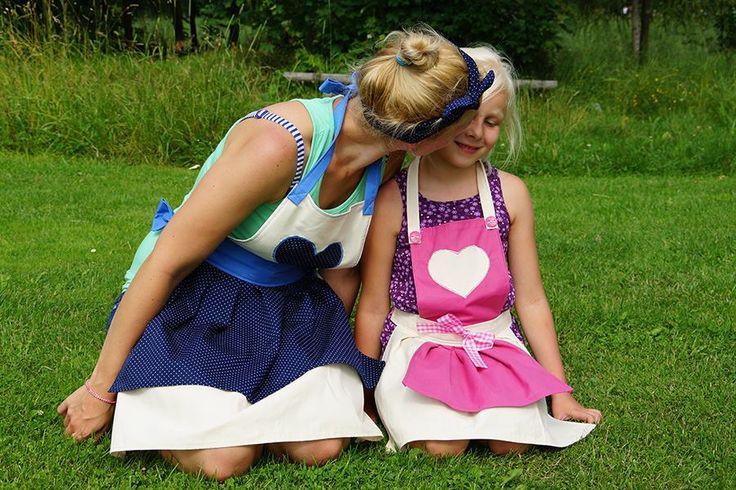 Fartuszki kuchenne z serduszkami. Granatowo- niebieski w kropeczki (à la Pin-up girl- dla mamy i różowo-ecru dla córki. Jolinda.pl. Matching aprons: Pin-up girl for mom and pink- ecru for daughter.