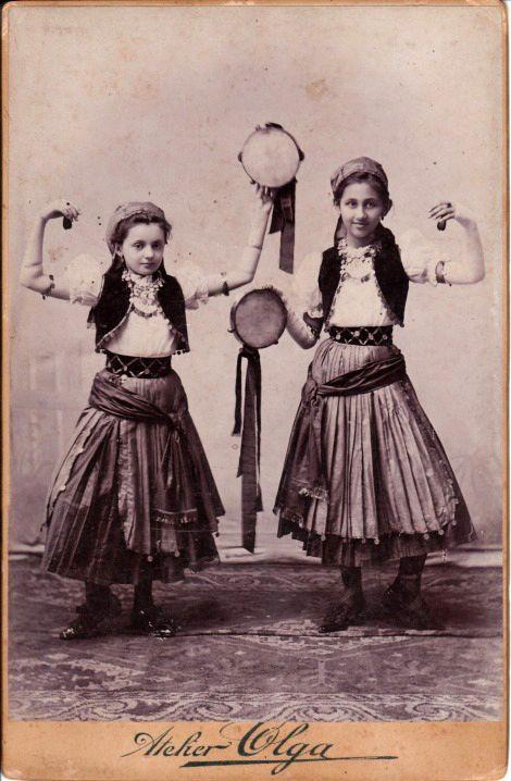 Gypsy girls, Oravicza, Romania