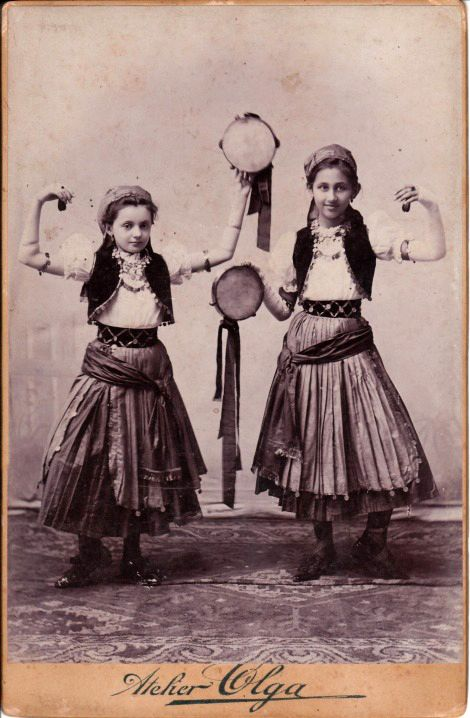 Gypsy girls, Oravicza, Romania