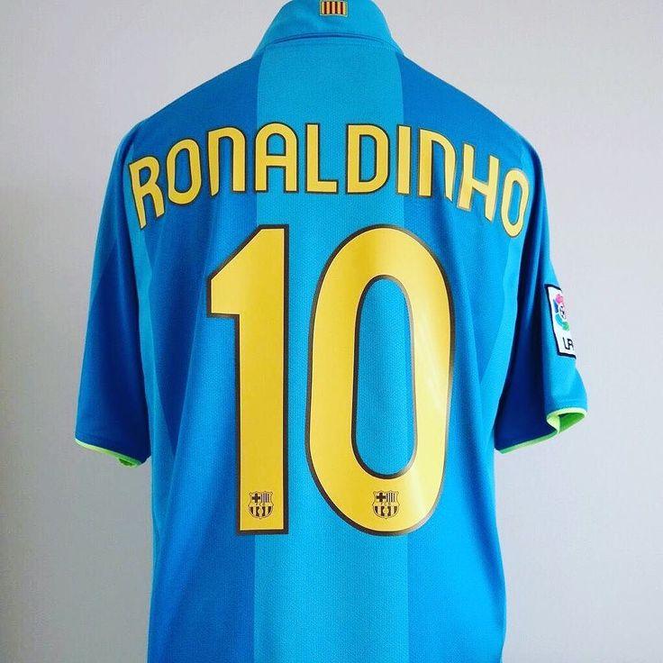 2007-08 Barcelona away shirt Ronaldinho #10   beaut of a shirt from @classic_eleven_united get 10% off before season starts  #football #footballshirt #footballshirtcollective #barcelona #fcb #nike #nikefootball #vintagefootball #classicfootball #kitporn #kitnerd #laliga #ronaldinho