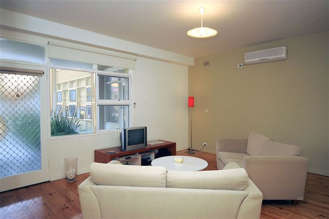 For online bookable Glenelg Holiday Apartments, and accommodation in Adelaide CBD can be accessed via http://www.OzeHols.com.au/Holiday-Accommodation/BookOnLine/TXA