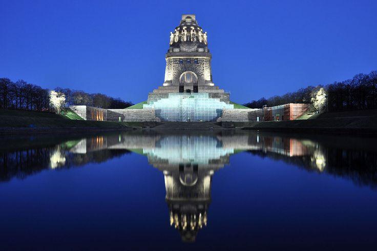 Völkerschlachtdenkmal Nacht - Leipzig – Wikipedia