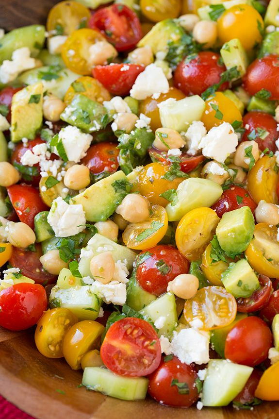 Tomate Avocat Concombre pois chiches Salade de feta grec et vinaigrette au citron | Cooking Classy