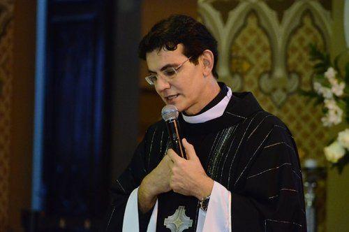 Padre Manzotti reza missa de corpo presente pelo falecimento de Dom Moacyr