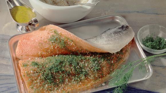 Graved Lachs - ganz einfach Schritt für Schritt selber beizen, mit frischem Dill, feiner Würze und diesem gelingsicheren Rezept.