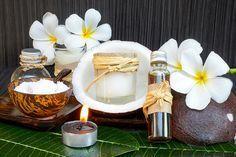 DIY-Rezept für selbst gemachte Kokosöl Creme gegen Falten mit nur 5 Zutaten - strafft die Haut und schenkt ihr aufpolsternde Feuchtigkeit ...