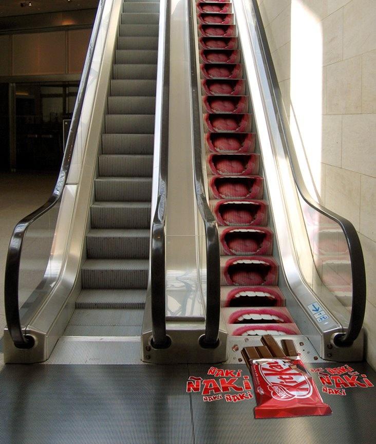 ambient de KitKat que da un poco de mal rollete http://arcreactions.com/graphic-design-dressed/