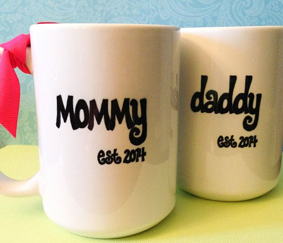 New MOMMY or DADDY Mugs, Est. Year, Cute Pregnancy Announcement or Shower GiftFriends, Daddy Baby Shower Ideas, Beer Shower, Cute Ideas, Baby Shower Gift For Mom, Daddy To Be Baby Shower, New Mom Gift, Grandparents Baby Shower, Beer Mug