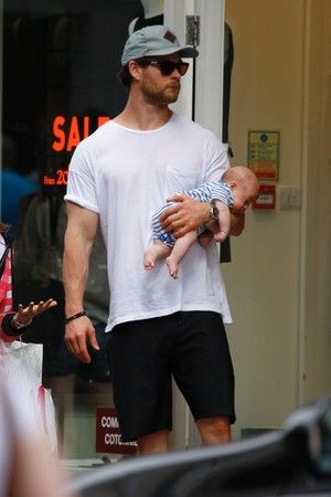 chris hemsworth and son