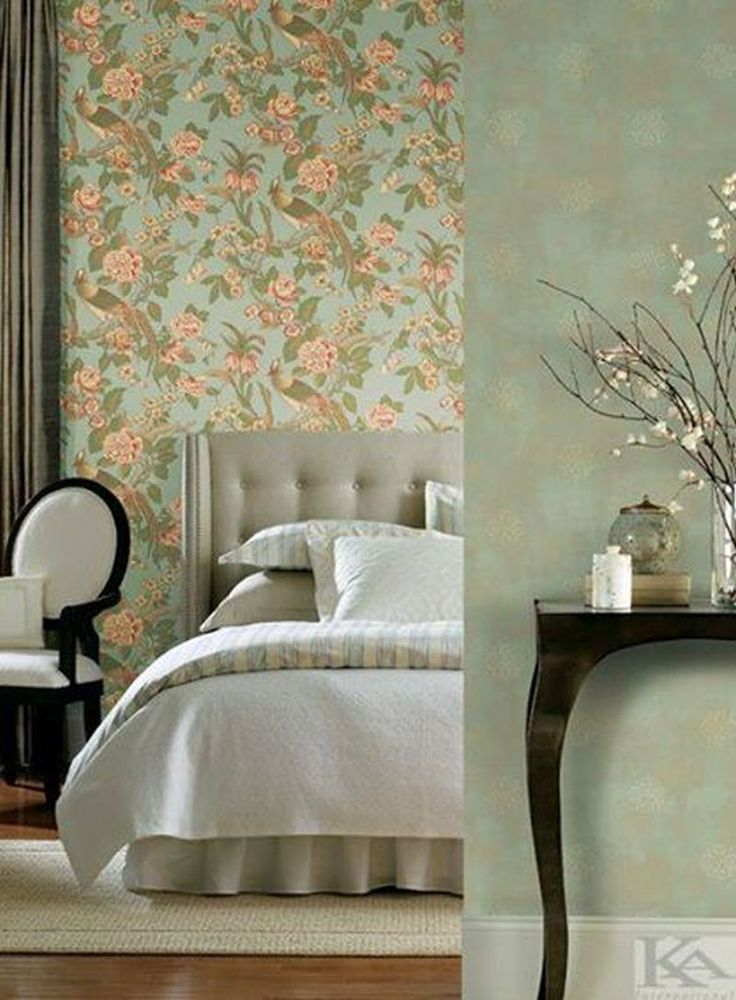 Pentru dormitor poti alege cu incredere un tapet plin de culoare si viata! Wallpaper Bedroom. Tapet dormitor.