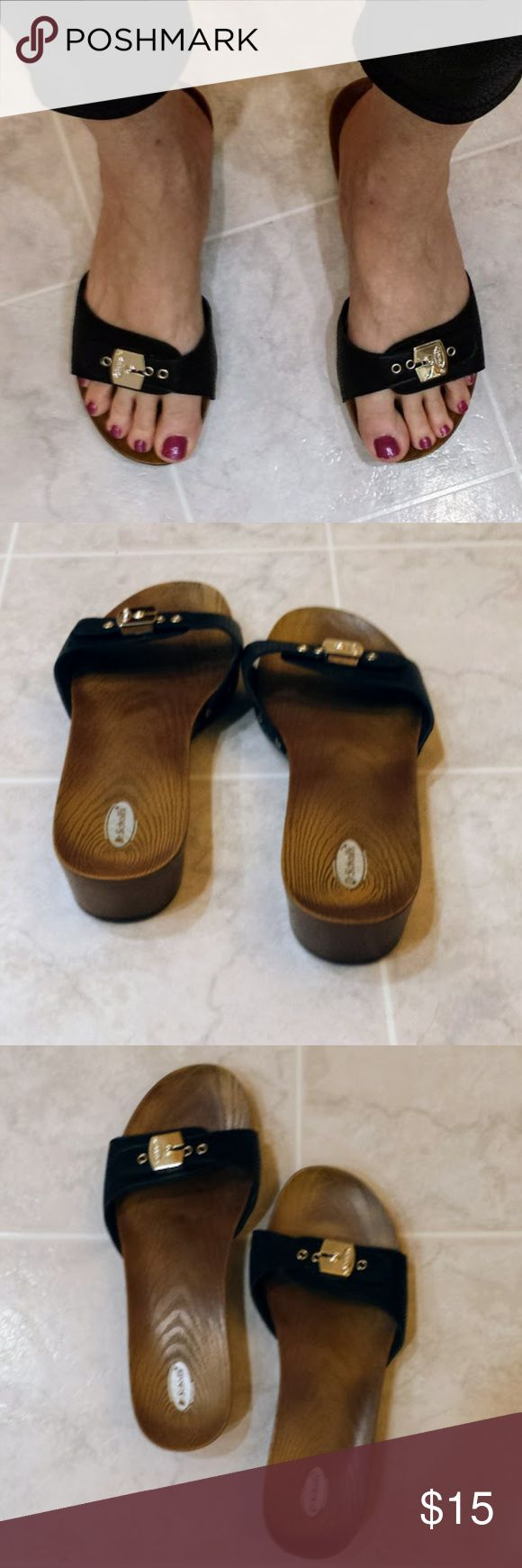 Dr. Scholl's Sandals Classic 9M EUC Classic style Dr. Scholl's sandals in size 9M. Black with gold trim and adjustable (velcro) across the top. These are in very good condition. Dr. Scholl's Shoes Sandals