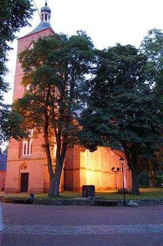 Engeland ligt vlakbij het gezellige dorpje Ruinen. Dit mooie Drentse dorpje heeft in het centrum een echte brink. Aan de brink staat een 15e eeuwse kerk. In de kelder onder de pastorie achter de kerk zijn op sommige dagen van het jaar de gewelven van het vroegere klooster nog te bezichtigen.