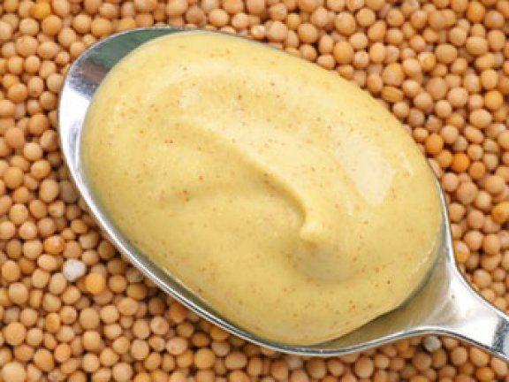 Bei EAT SMARTER können Sie ein tolles Rezept mit hilfreichen Tipps finden, wie Sie Senf selber machen können.