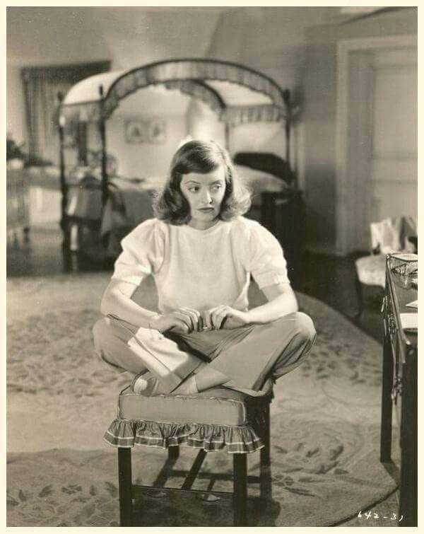 Bette Davis in A STOLEN LIFE (1946)